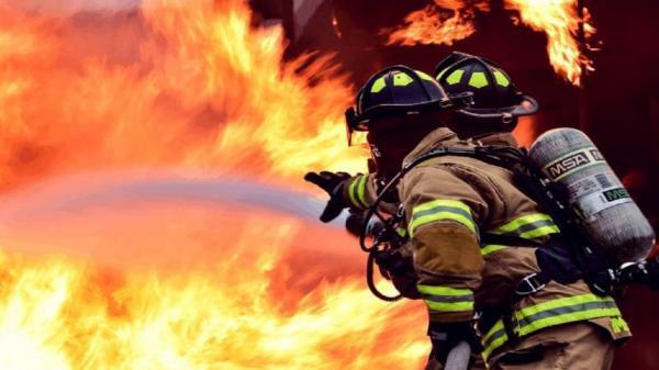 فرار نافرجام آتش از شلاق آتش نشانان اهوازی